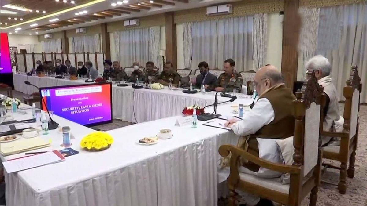 जम्मू-कश्मीर में अमित शाह की सुरक्षा समीक्षा के संदर्भ में उच्च अधिकारियों संग बैठक