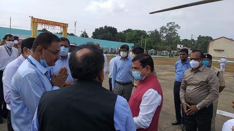 देशभर में कोयले की कमी को देखते हुए कोयला मंत्री प्रह्लाद जोशी ने किया NCL का दौरा