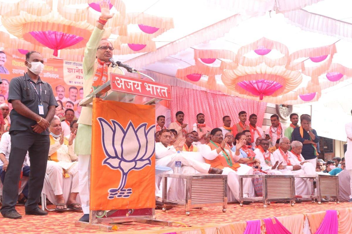 बुरहानपुर में आयोजित जनसभा: सीएम शिवराज ने कांग्रेस पर हमला बोलते हुए कही ये बात