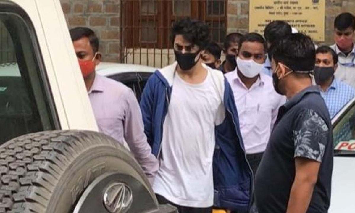 आर्यन खान की जमानत पर सुनवाई जारी, बेल से पहले पहुंचे जेल