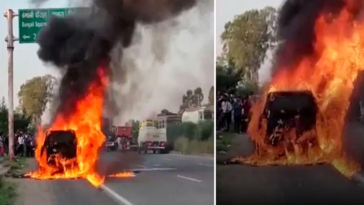 Indore: चलती कार में अचानक लगी भीषण आग, उठने लगीं आग की लपटें
