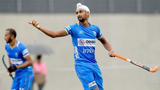 गुरजीत कौर और हरमनप्रीत सिंह ने जीता सर्वश्रेष्ठ हॉकी खिलाड़ी का पुरस्कार