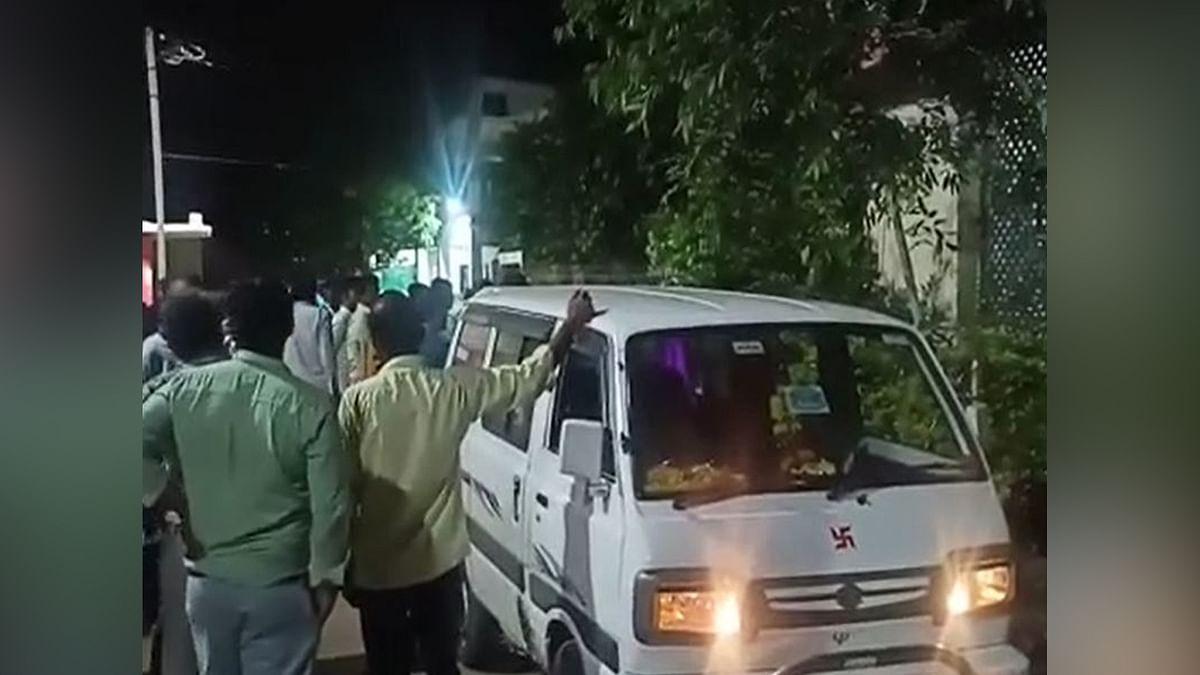 Barwani: अज्ञात कार ने बाइक को मारी टक्कर, हादसे में एक की हुई दर्दनाक मौत