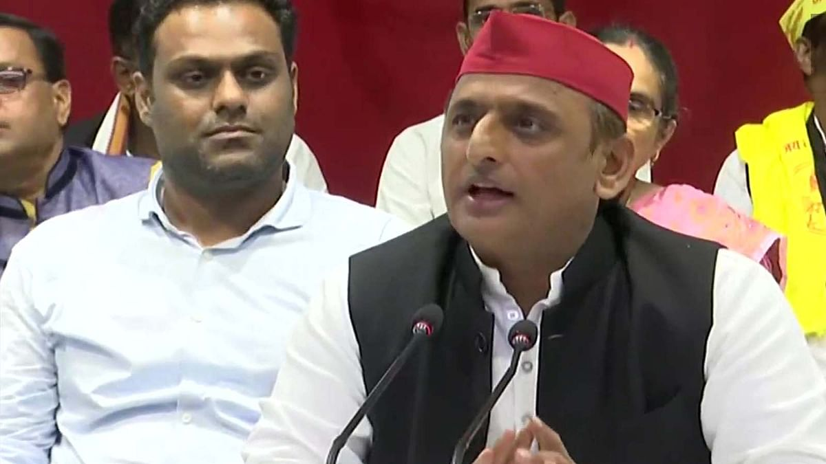 गोरखपुर कांड पर अखिलेश का CM योगी पर हमला- पुलिस कप्तान को बताया भाजपा का रिश्तेदार