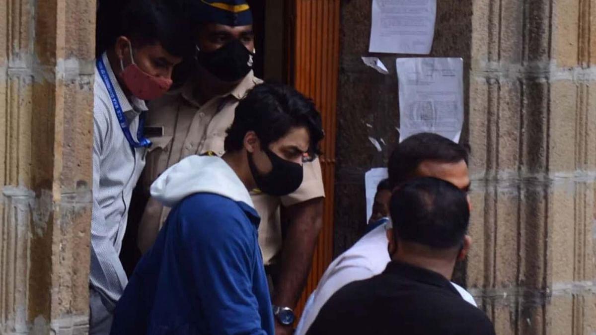 आर्यन खान को बेल देने के खिलाफ सोशल मीडिया पर ट्रेंड हो रहा है No Bail Only Jail