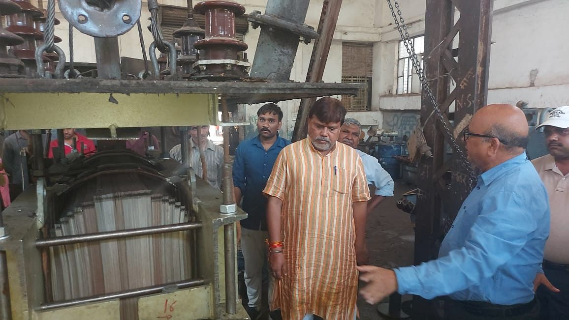 Gwalior : ऊर्जा मंत्री ने मुख्य महाप्रबंधक कार्यालय मोतीझील का किया निरीक्षण