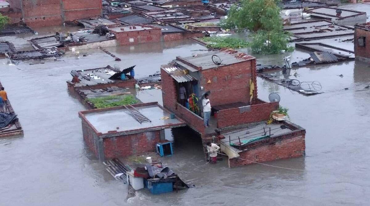 उतराखंड में बारिश की वजह से कई जगह टूटे पुल व मकान- मदद के लिए आ रहे हेलीकॉप्टर