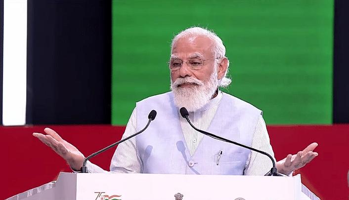 लखनऊ में PM मोदी ने विकास परियोजनाओं की सौगात देते हुए UP को दिया दिवाली का होमवर्क