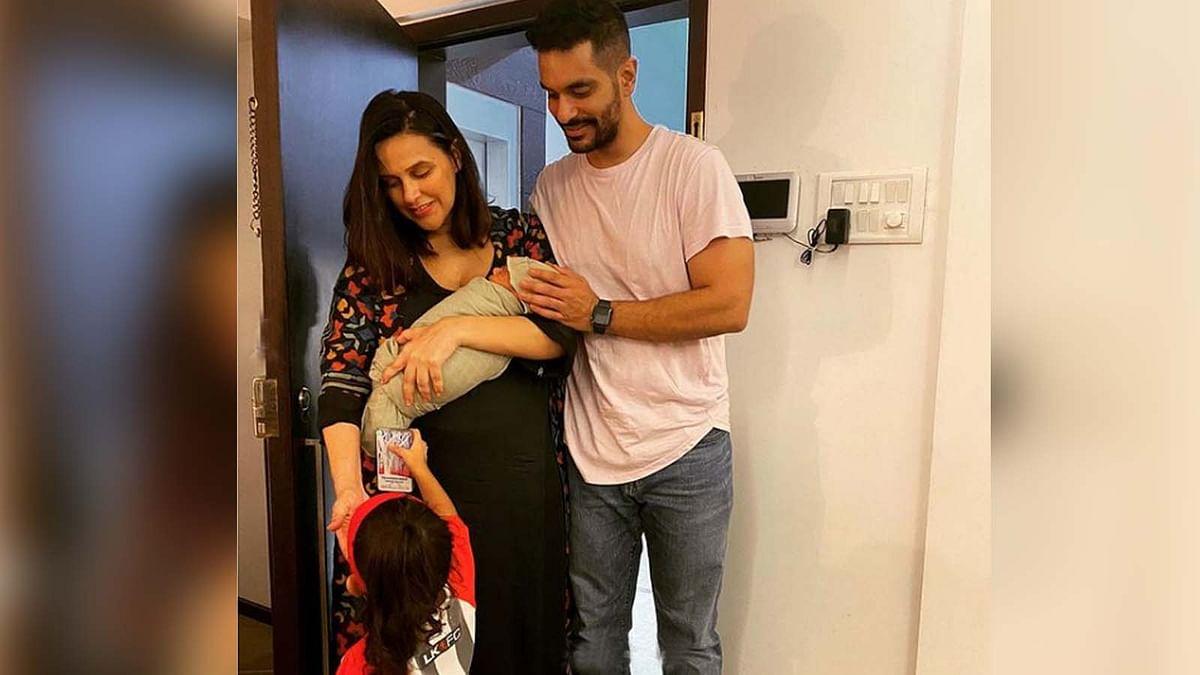 नेहा धूपिया ने शेयर की बेटे की पहली तस्वीर, डॉक्टरों का किया 'शुक्रिया अदा'