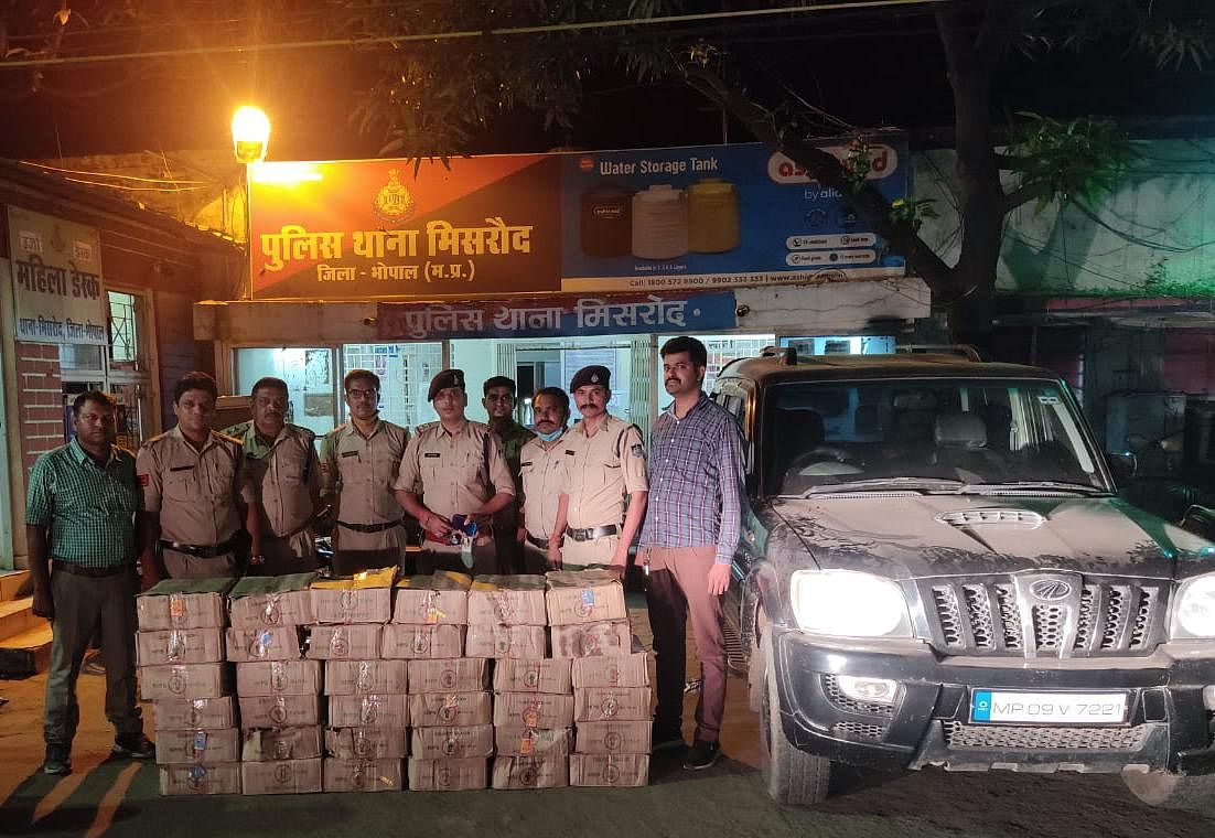 मिसरोद पुलिस ने देशी शराब, स्कॉर्पियो वाहन समेत करीब 17 लाख रुपए का जप्त किया मशरूका