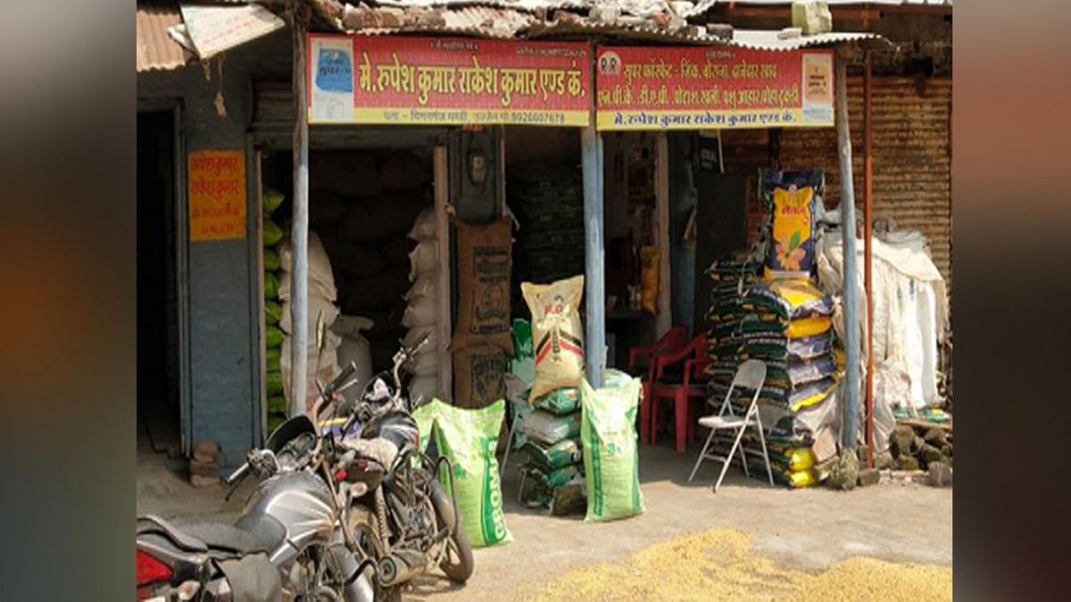 दिनदहाड़े लाखों की लूट: चिमनगंज मंडी में व्यापारी के गल्ले से महिलाओं ने उड़ाए 4 लाख