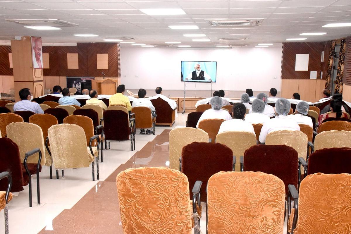 Singrauli:NCL के नेहरू शताब्दी चिकित्सालय में सुना गया माननीय प्रधानमंत्री का उद्बोधन