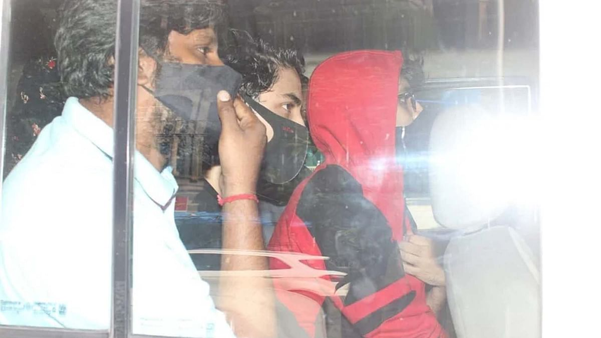 Drugs Case: शाहरुख खान का बेटा आर्यन हुआ गिरफ्तार, लगा ड्रग्स लेने का आरोप