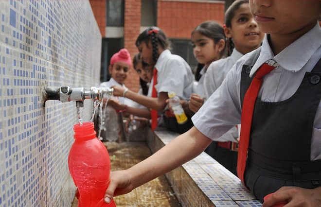 Bhopal : स्कूलों में बच्चों को शुद्ध पेयजल उपलब्ध कराने सरकार की चिंता सामने आई
