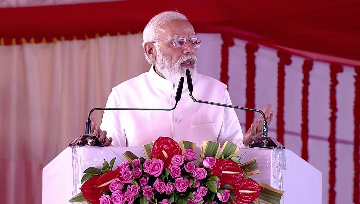 कुशीनगर में PM मोदी का दावा- डबल इंजन की सरकार, डबल ताकत से स्थितियों को सुधार रही है