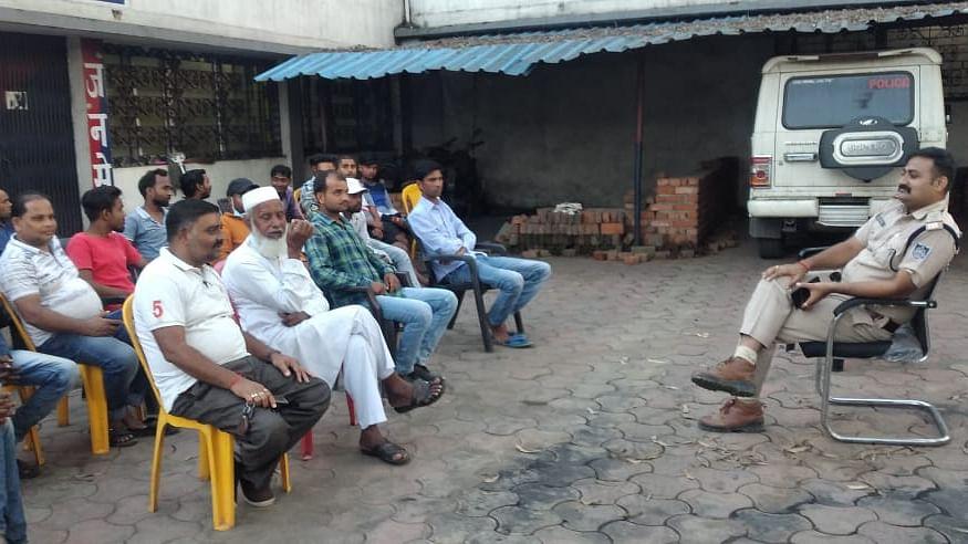 दिवाली दशहरा त्यौहार को मद्देनजर रखते हुए गोरबी चौकी प्रभारी ने ली शांति समिति की बैठक