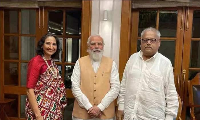 PM मोदी और राकेश झुनझुनवाला की मुलाकात की तस्वीर हो रही जमकर वायरल