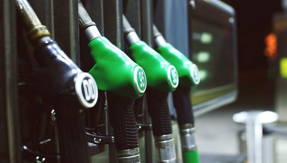 इंधन दरवाढीचा परत झटका! पुन्हा पेट्रोल महागले (पहा व्हिडिओ)