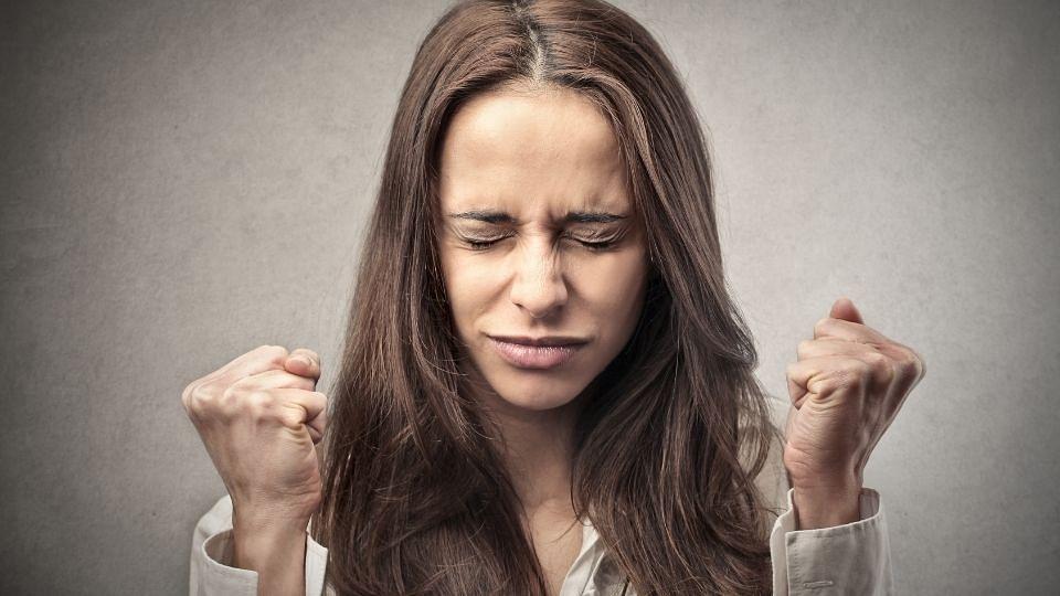 रागावर नियंत्रण मिळवण्यासाठी करा 'ही' सोपी योगासने