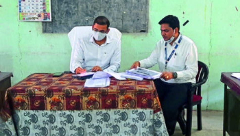 शाळा इमारती नसल्याने झोपड्यांमध्ये शिक्षण; सातपुड्यातील गावांमधील धक्कादायक वास्तव