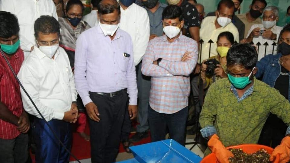 लसीकरणाअभावी तिसरी लाट रोखणार कशी? : खासदार डॉ. श्रीकांत शिंदे