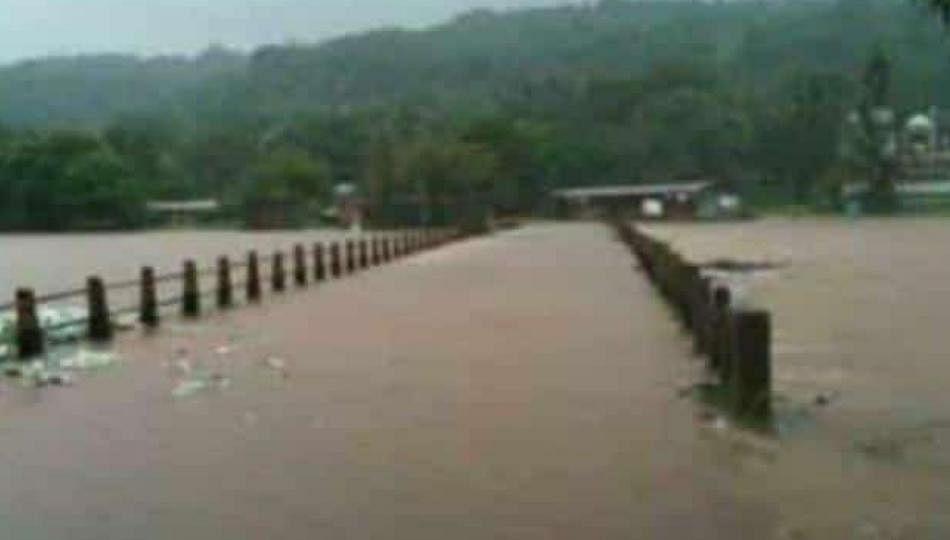 सिंधुदुर्ग- रत्नागिरीला पावसाचा फटका; मुंबई गोवा महामार्ग ठप्प