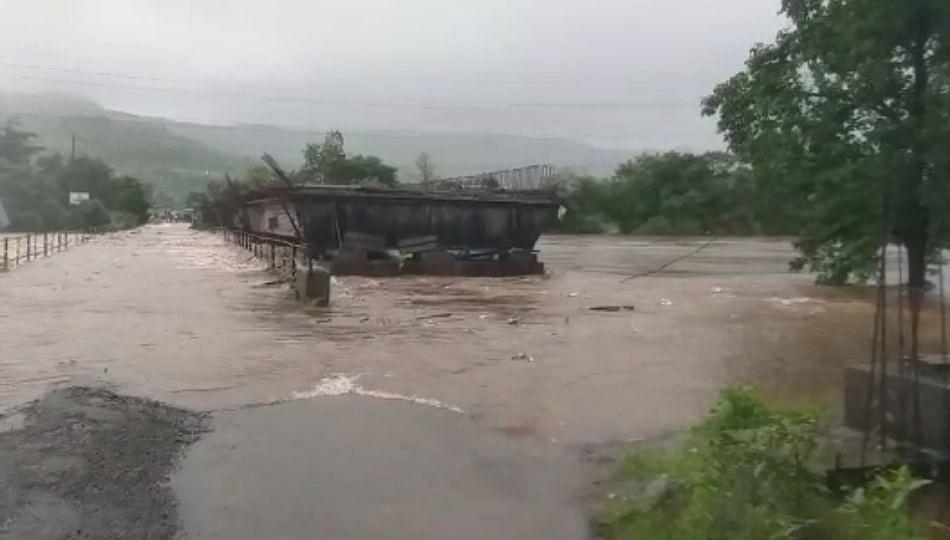 अंबा नदीने ओलांडली धोक्याची पातळी !