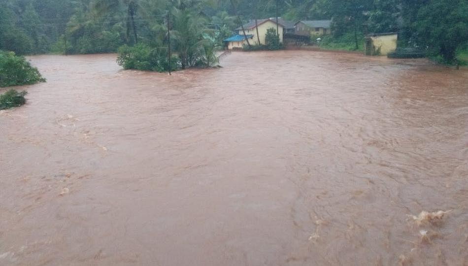 मुंबईत पाऊस; काेकणात धास्ती