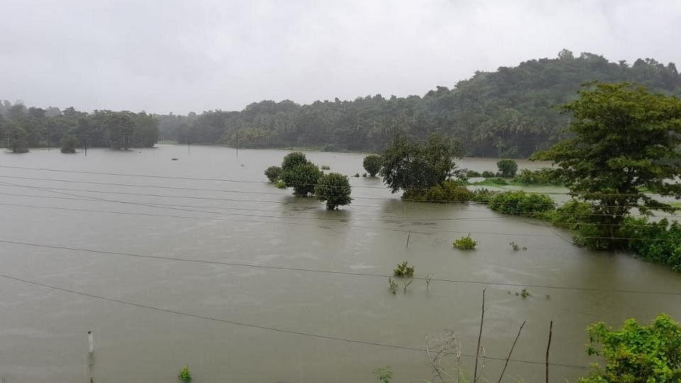 निर्मला नदीला पूर; सिंधुदुर्गातील 27 गावांचा संपर्क तुटणार?
