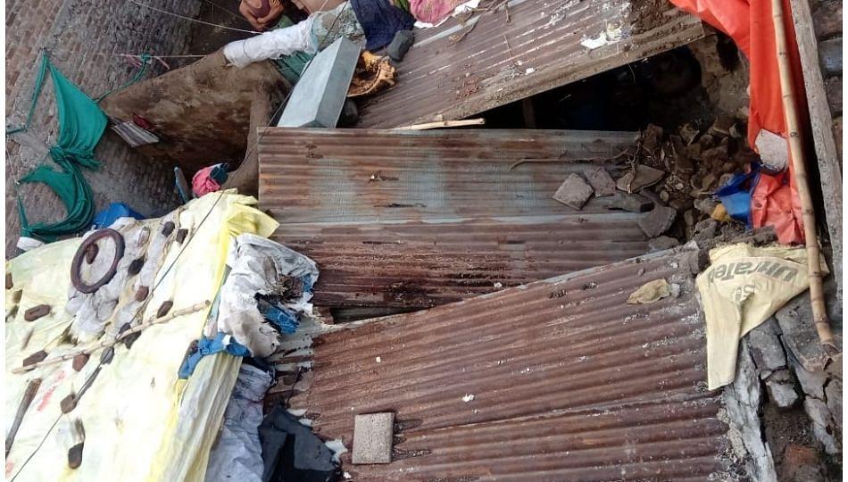 पावसामुळे भिंत कोसळून चिमुकल्याचा मृत्यू; पाच जण जखमी