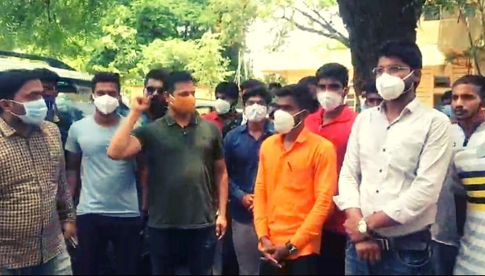 पुण्यात MPSC चे विद्यार्थी आक्रमक, रस्त्यावर आक्रमक आंदोलन... (पहा व्हिडिओ)