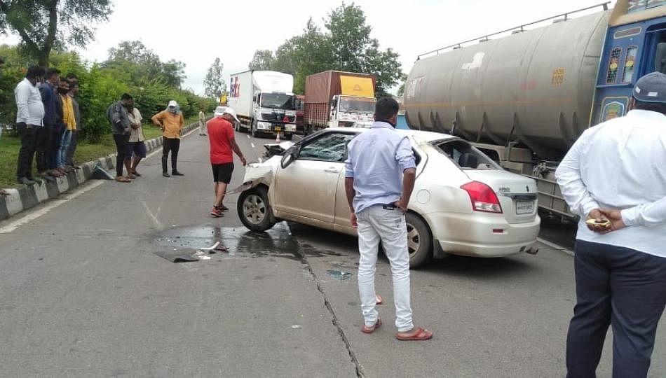 पुणे बंगळूर महामार्गावरील अपघातात साता-याचे तिघे जखमी