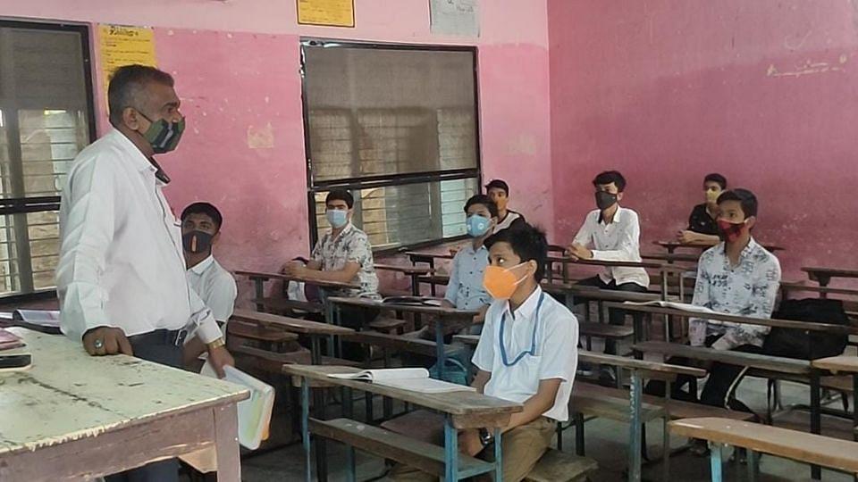 नंदुरबारात विद्यार्थ्यांमध्ये उत्साह; नियम पाळत वर्ग सुरू