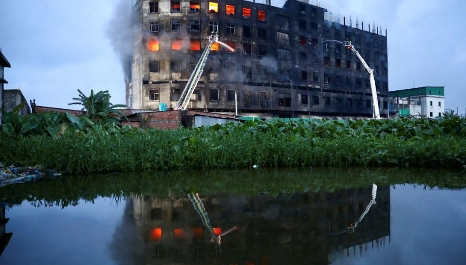 बांगलादेशात ज्यूस फॅक्टरीला आग ! 52 कामगार जळून खाक