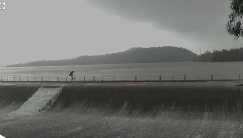 मुंबईला पाणीपुरवठा करणारा विहार तलाव भरला