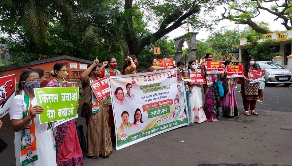 केंद्र सरकार विरोधात रायगड जिल्हा महिला काँग्रेस आक्रमक