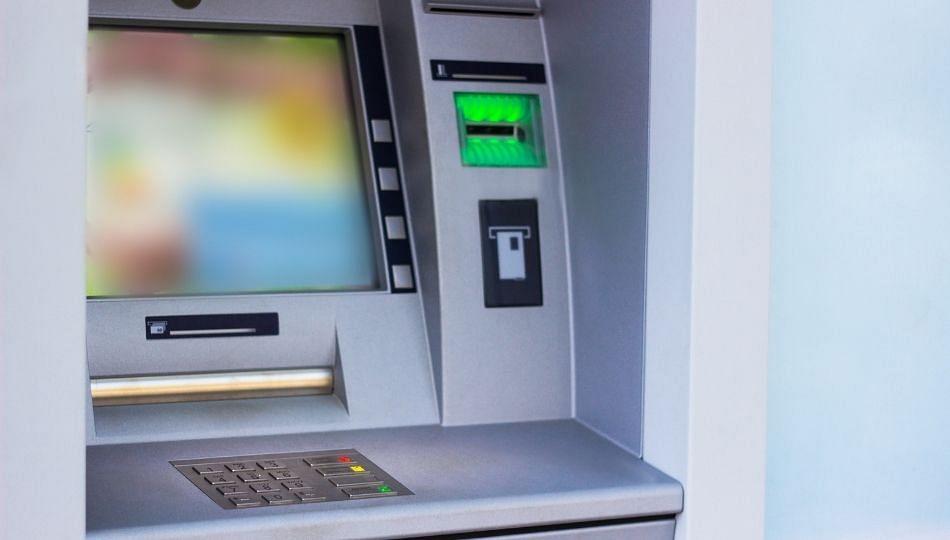 ATM मधील रोख रक्कम संपली तर बँकांनाच दंड; RBI चा नवीन नियम