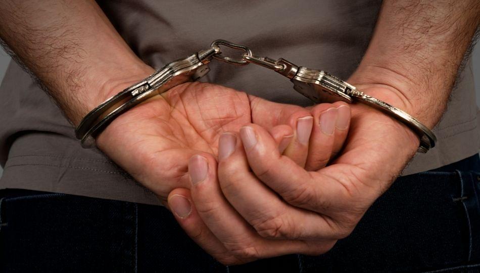 मैत्रिणीच्या सांगण्यावरून मित्रांनी घातला दरोडा; महिला डॉक्टरला लुटणाऱ्या ५ जणांना अटक