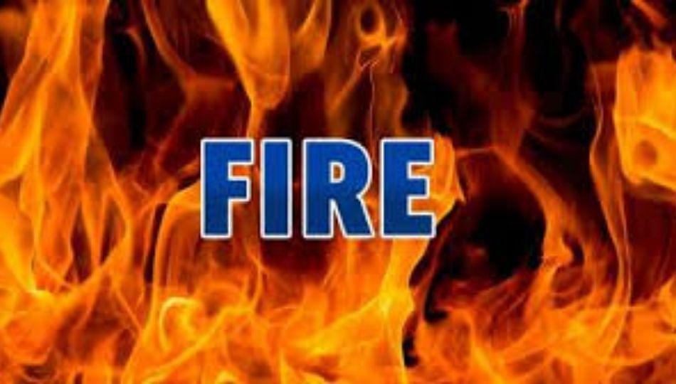 व्यापा-यांनी बाजारपेठेतील आग विझवली; नगराध्यक्ष जखमी