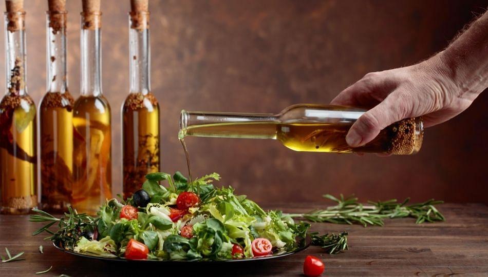 पावसाळ्यात 'या' तेलात पदार्थ केल्यास राहाल अनेक आजारांपासून दूर