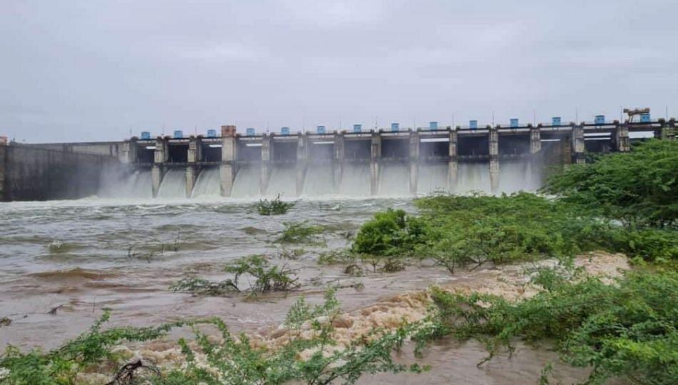 Parbhani: दुधना प्रकल्पाचा नदीपात्रात विसर्ग; शेतीचे नुकसान