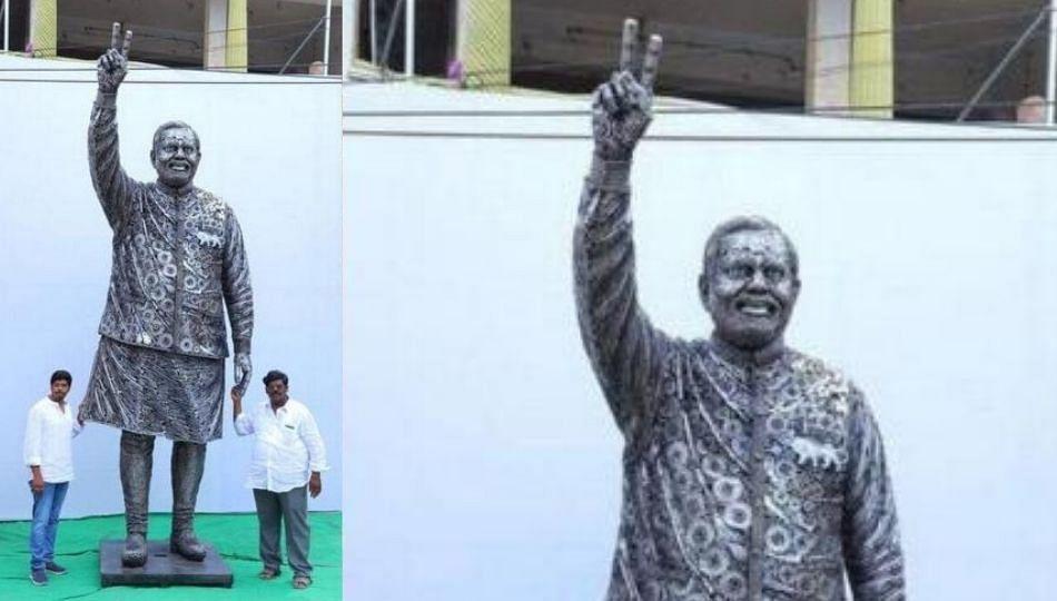 Modi Statue   भंगाराचा वापर करुन साकारला मोदींचा १४ फुटांचा पुतळा