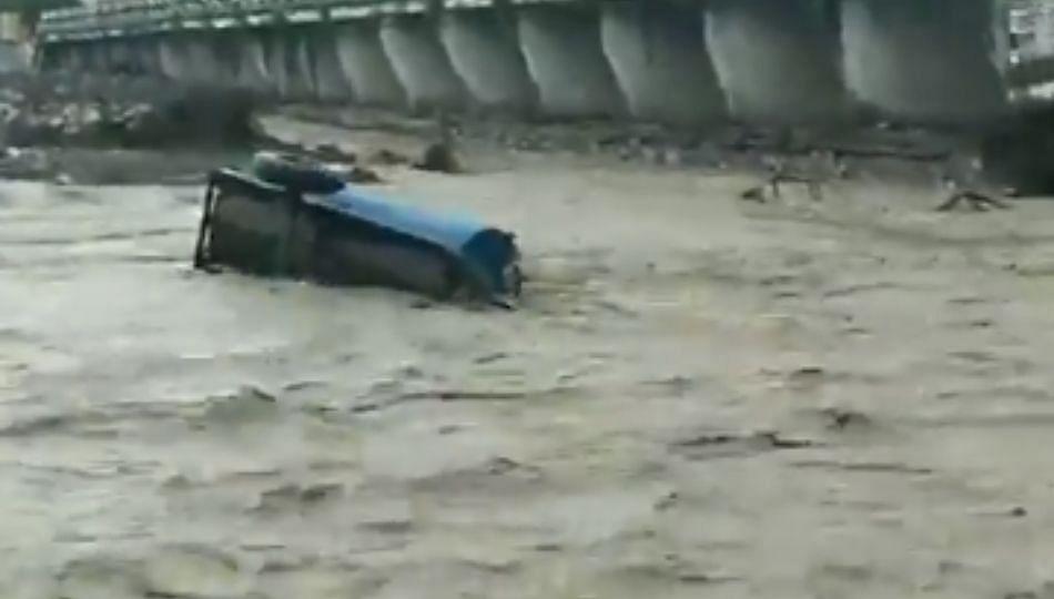 Uttrakhand Monsoon: अतिवृष्टीमुळे डेहरादून-ऋषिकेश पर्यायी पूल कोसळला