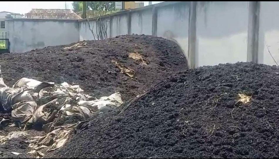 महापुरामुळे शासकीय गोदामातील खराब झालेल्या धान्याला सूटली दुर्गंधी