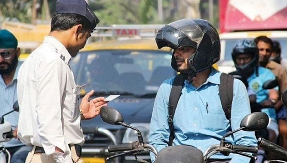 नाशिक पोलिसांची 'हेल्मेट सक्ती'साठी नामी शक्कल; दंडात्मक कारवाई ऐवजी...