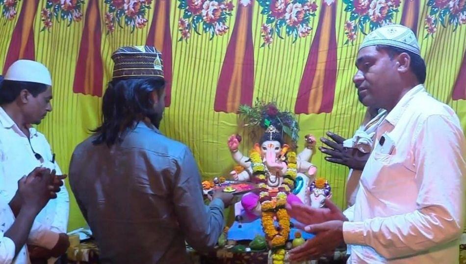 यवतमाळमधील हिंदु-मुस्लीम बांधव एकत्र मिळून करतायत बाप्पाची आराधना