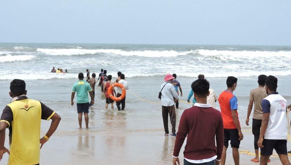 Breaking News : साताऱ्याचे युवक समुद्रात बुडाले; एकाचा मृत्यू