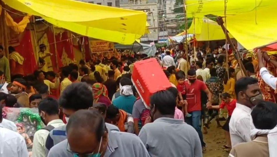 Pune: ओझरचा विघ्नहर गणपती जन्मोत्सव फुलांच्या पाकळ्या उधळत साजरा