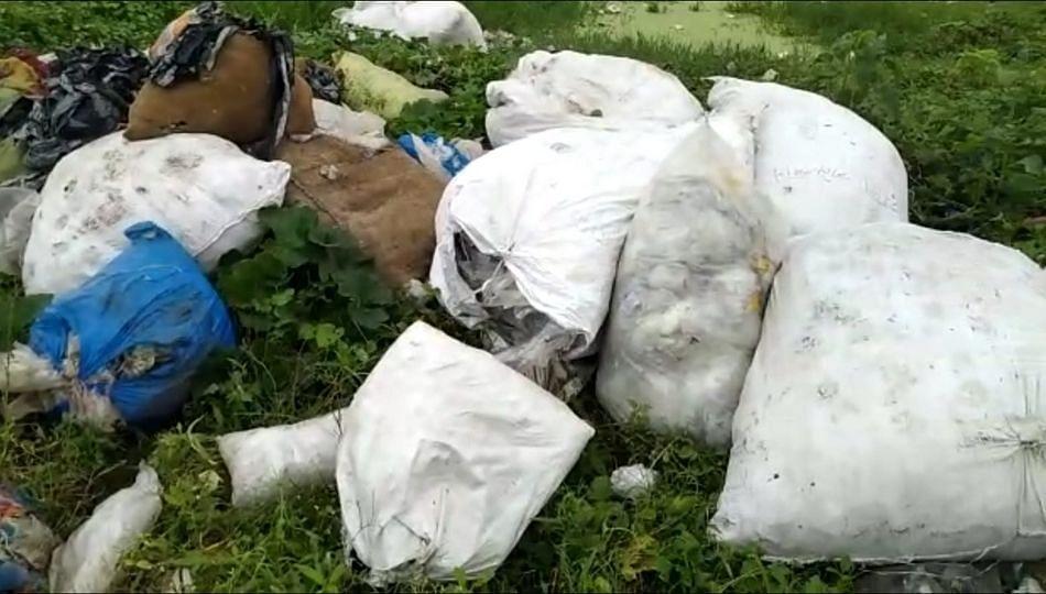 शेकडो क्विंटल प्लास्टिकमुळे नागरिकांचे आरोग्य धोक्यात...