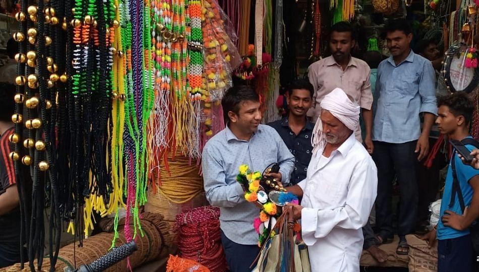 पोळ्यानिमित्ताने रविवारीही बाजार फुललेला; बळीराजा साजचे साहित्य खरेदीसाठी